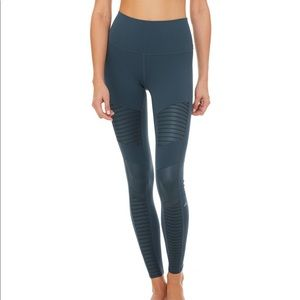 Alo high waisted Moto legging in teal! Sz M!